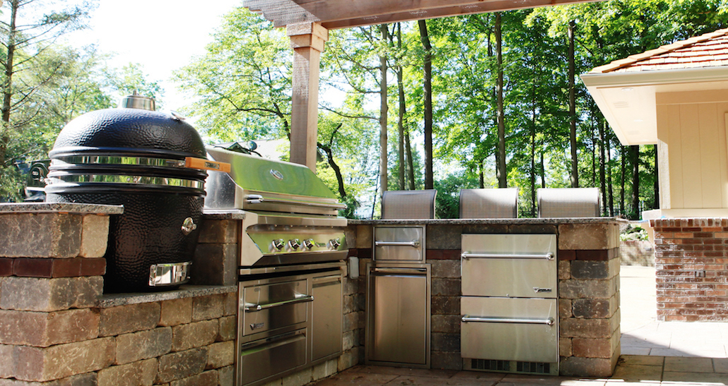 Outdoor Patio Kitchen | Hittle Landscaping