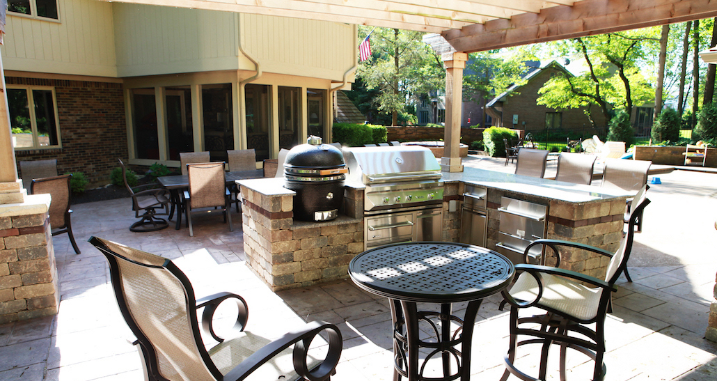 Custom Outdoor Kitchen | Hittle Landscaping