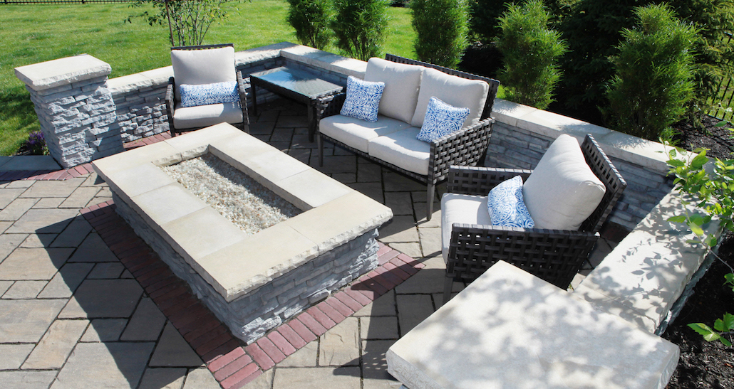 Backyard patio fire pit | Hittle Landscaping