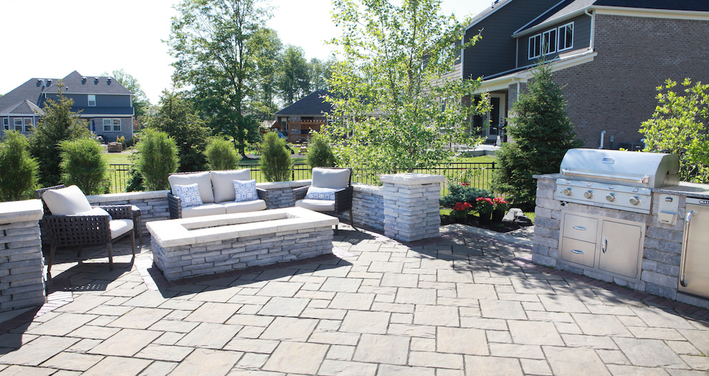 Backyard landscaping with grill | Hittle Landscaping